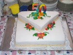 Torte mit Fantasieblumen aus Marzipan
